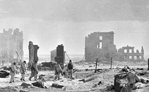 """""""Siedem milionów ofiar Stalin wziął  głowy"""". Jaka była prawdziwa skala strat wojennych ZSRR?"""