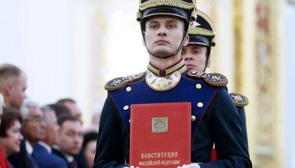 Nowa procedura przyjęcia poprawek do Konstytucji i bariera koronawirusowa dla opozycji