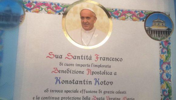 Niespodzianka. Pocztówka od Papieża dla Kostii Kotowa