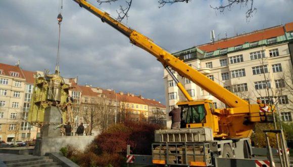 Kto dostarczył truciznę do Pragi?