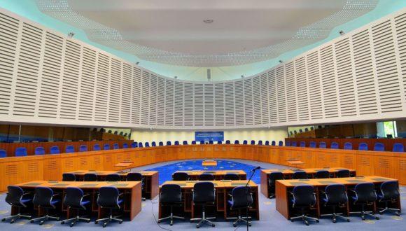Komisja Wenecka proponuje usunięcie poprawki do art. 79 Konstytucji