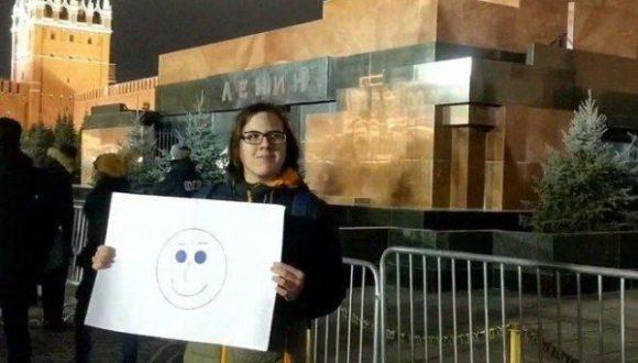 W Moskwie działacz został ukarany grzywną za plakat z buźką