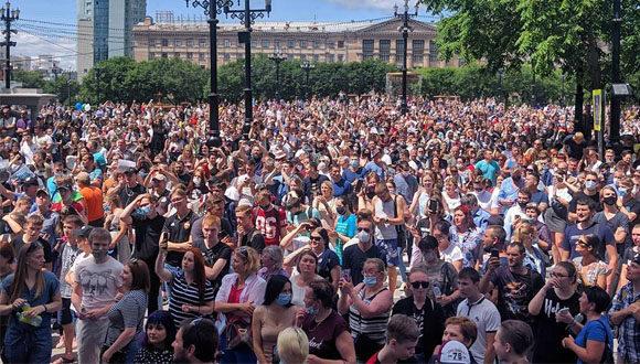 Spontaniczny wiec poparcia aresztowanego gubernatora w Chabarowsku