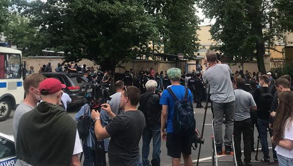Służba Wywiadu Zagranicznego śledziła korespondencję dziennikarza Safronowa