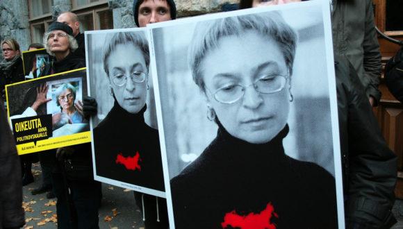 Redaktor Nowej Gaziety porównuje zatrucie Nawalnego do zamachu na Politkowską