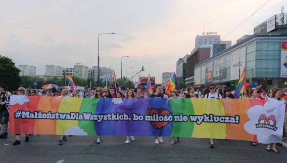 Проиграв в Сейме, пойти в муниципалитет: как в Польше борются за права ЛГБТК