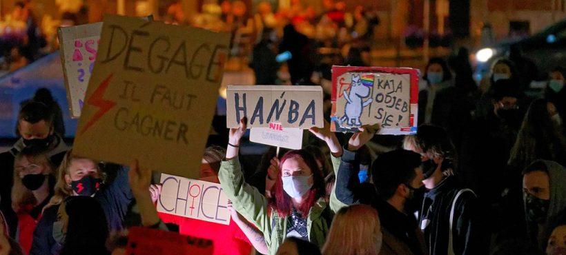 Расшатанный компромисс: как католический радикализм вывел на улицы тысячи полек
