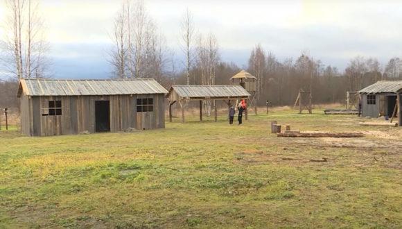 """W Karelii uczniowie pojadą na """"Patriotyczne Weekendy"""" do… kopii obozu koncentracyjnego"""
