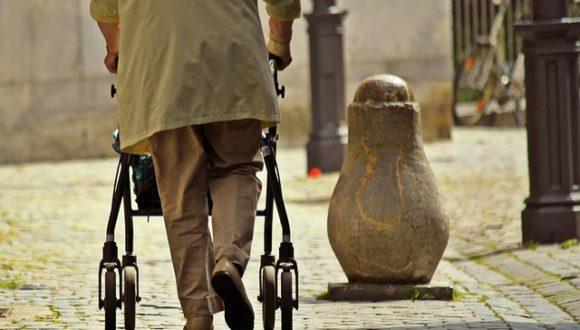 В Польше запущена программа поддержки людей старше 70 лет, чтобы те не выходили из дому