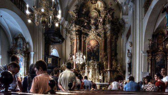 Исследование: где в Польше религиозность высокая, а где — низкая?
