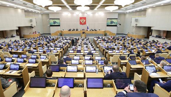 Duma wprowadza nowe kary, grzywny i zakazy w serii nowych ustaw