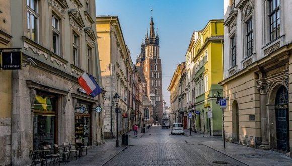 «Поляк-католик»? Почему польская молодежь отказывается от уроков религии