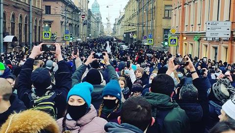 W Rosji odbyły się kolejne wiece poparcia Nawalnego i więźniów politycznych