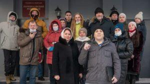 Andriej Borowikow przed wejściem do sądu - zdjęcie vk.com