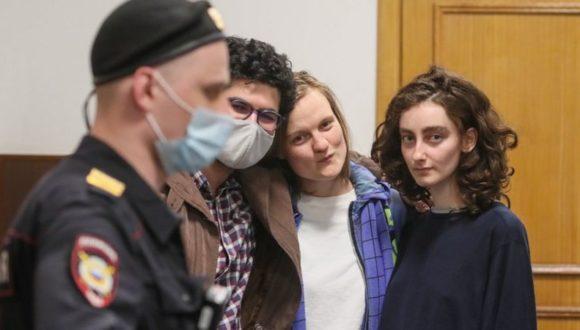 Presja na niezależne media: dziennikarzy czasopisma studenckiego DOXA w areszcie domowym