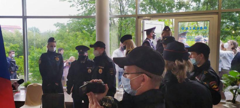 W Wielkim Nowogrodzie policja zakłóciła pracę kongresu niezależnych radnych