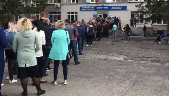 Urzędnicy państwowi głosują do południa