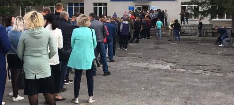Government employees vote until noon